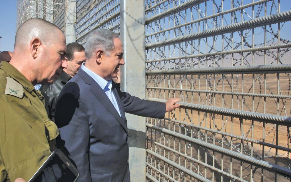 Το νέο τείχος μεταξύ Ισραήλ και Ιορδανίας στα νότια της χώρας επιθεώρησε την Τρίτη ο Μπέντζαμιν Νετανιάχου.