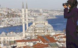 Παρατηρούνται ενδείξεις βελτίωσης των τουριστικών ροών από το Ισραήλ προς την Τουρκία, καθώς από το 2012 έως το 2014 υπήρξε αύξηση κατά περίπου 125%. Η Τουρκία επενδύει τεράστια κονδύλια στην τουριστική της βιομηχανία και ήδη βρίσκεται στους 10 κορυφαίους τουριστικούς προορισμούς, αποτελώντας άμεσο ανταγωνιστή της χώρας μας.