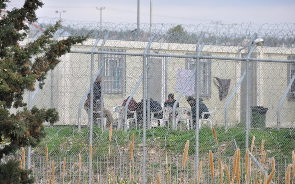 Τέλη Φεβρουαρίου 2016 η Αμυγδαλέζα όχι μόνο δεν έχει κλείσει, αλλά έχει αρχίσει να συγκεντρώνει και πάλι μετανάστες.