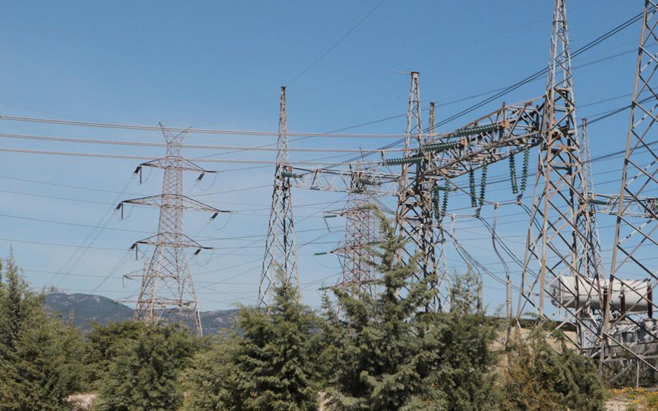 Από τις αρχές του φθινοπώρου του 2015, οπότε οι ιδιωτικές εταιρείες ηλεκτρικής ενέργειας ενέταξαν στη στρατηγική τους για πρώτη φορά στοχευμένα και τους οικιακούς καταναλωτές, μέχρι και τον Δεκέμβριο του 2015 κατάφεραν η κινητικότητα πελατών της ΔΕΗ προς τρίτους να είναι αυξημένη, ενώ επιθετικές κινήσεις σχεδιάζονται από το ιδιωτικό κομμάτι της αγοράς και για τους επόμενους μήνες.