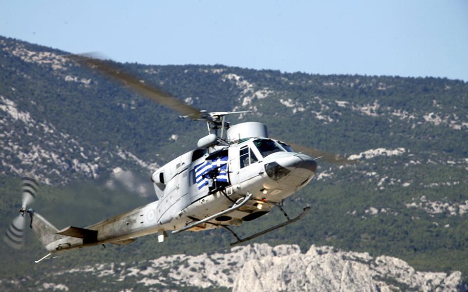 Φωτογραφία αρχείου από ελικόπτερο του Πολεμικού Ναυτικού που συμμετέχει σε αεροπορική επίδειξη.