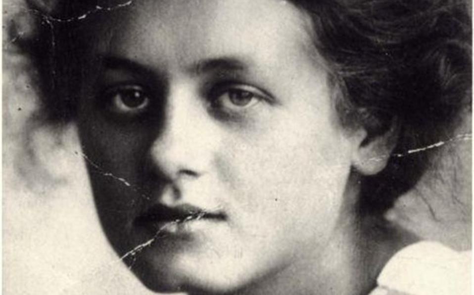 Η Μίλενα Γιεσένκα. Οποιος διαβάσει τα «Γράμματα στη Μίλενα» του Κάφκα καταλαβαίνει και την ποιότητα της ασυνήθιστης σχέσης τους, που ξεκινά δειλά το 1920, μετατρέπεται σε φλογερό έρωτα και σβήνει άδοξα δύο χρόνια αργότερα.