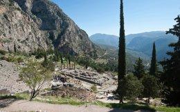Αποψη του αρχαιολογικού χώρου των Δελφών στον οποίο λειτούργησε το σημαντικότερο μαντείο του αρχαιοελληνικού κόσμου.