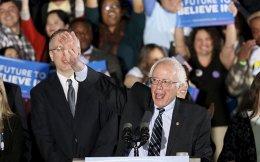 Ο Μπέρνι Σάντερς υπερίσχυσε της Χίλαρι Κλίντον για το χρίσμα του Δημοκρατικού Κόμματος.