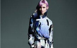 H Grimes με ρούχα και  αξεσουάρ Louis Vuitton