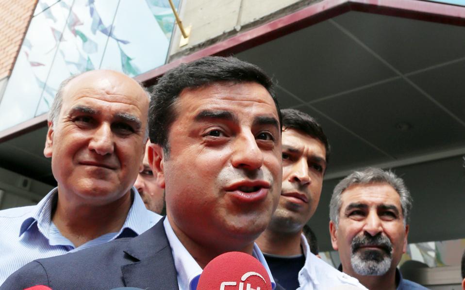 Ο Ντεμιρτάς αποτελεί στόχο 60 υποθέσεων, ενώ έχει ζητηθεί ξανά άρση ασυλίας του.