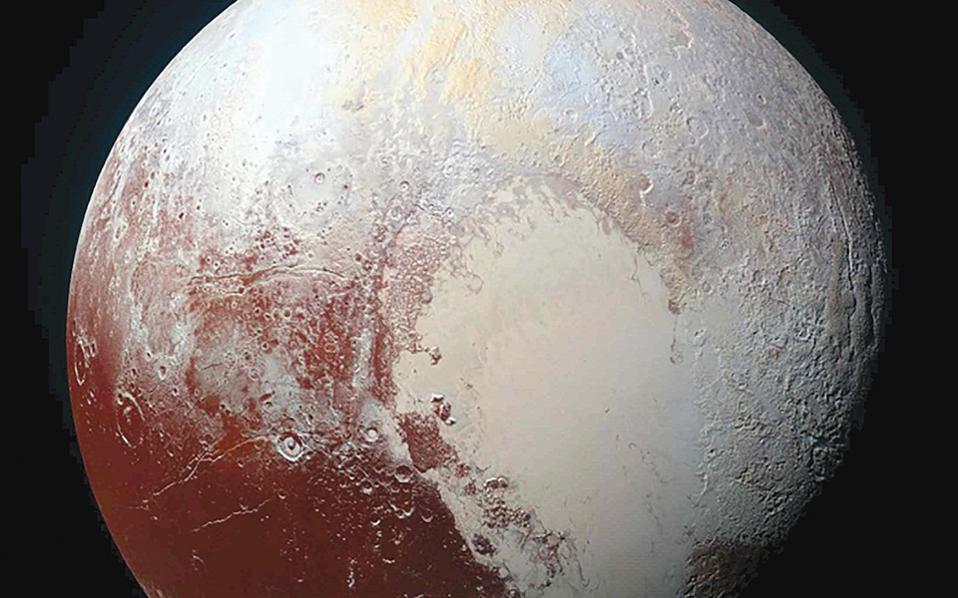 Η φωτεινή καρδιά του Πλούτωνα ονομάζεται περιοχή Τομπό, αφού έλαβε το όνομα του αστρονόμου που ανακάλυψε τον Πλούτωνα.