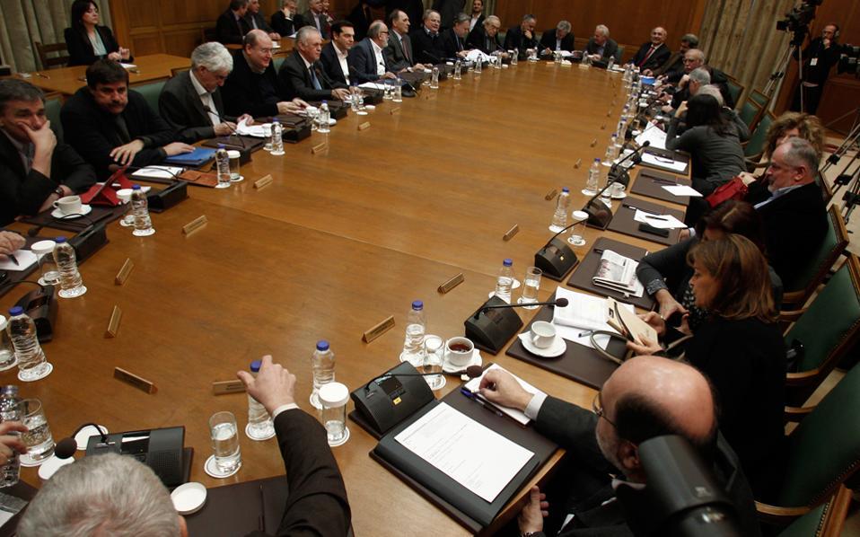 Ο κ. Τσίπρας επιθυμεί οι αλλαγές στο κυβερνητικό σχήμα να γίνουν μετά την ψήφιση στη Βουλή των νομοσχεδίων για την ολοκλήρωση της αξιολόγησης.