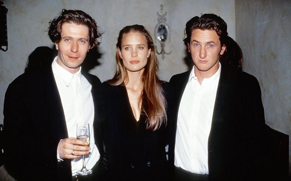 Τη δεκαετια του '90 με τον τότε σύζυγό της Σον Πεν και τον ηθοποιό Γκάρι Ολντμαν.