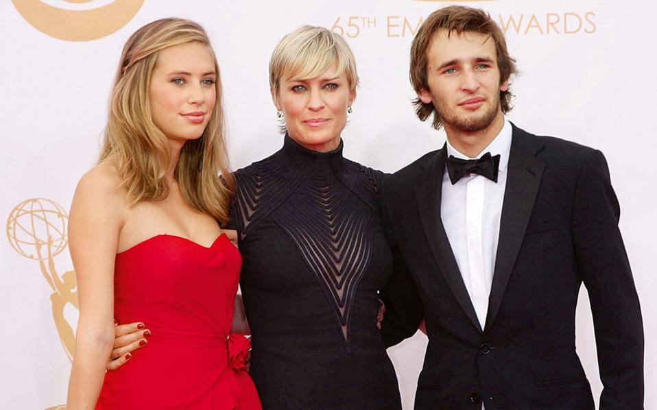 Με την κόρη της Nτίλαν και τον γιο της Χόπερ στα EMMY το 2013.