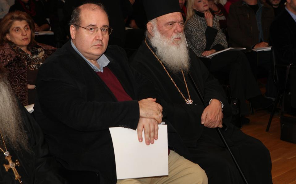 Υποχρεωτικότητα και τήρηση διδακτικών ωρών, που απαιτεί ο κ. Ιερώνυμος, έρχονται σε αντίθεση με τον θρησκειολογικό χαρακτήρα που επιθυμεί να προσδώσει στο μάθημα των Θρησκευτικών ο υπουργός Παιδείας, Ν. Φίλης.