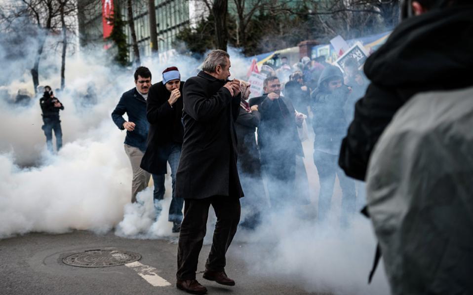 Τουρκία: «Ημέρα ντροπής» για την ελευθερία του Τύπου γράφει η Zaman