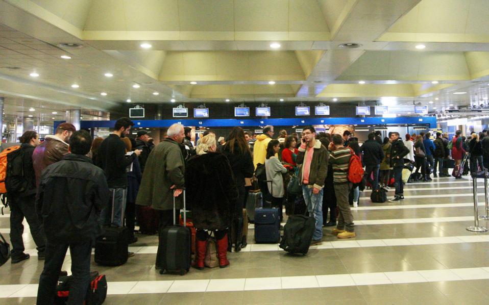 Η γερμανική πλευρά εμφανίζεται έτοιμη για την ανάληψη του ελέγχου των αεροδρομίων. Οι δύο επιχειρηματικοί όμιλοι φέρεται ότι έχουν εξασφαλίσει ήδη χρηματοδότηση 600 εκατ. από τις τρεις θεσμικές τράπεζες (EBRD, IFC και ΕΙΒ).
