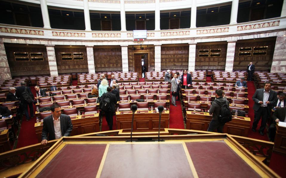 Στιγμιότυπο από τη συνεδρίαση τη Μεγάλη Τρίτη των Επιτροπών Κοινωνικών και Οικονομικών Υποθέσεων.