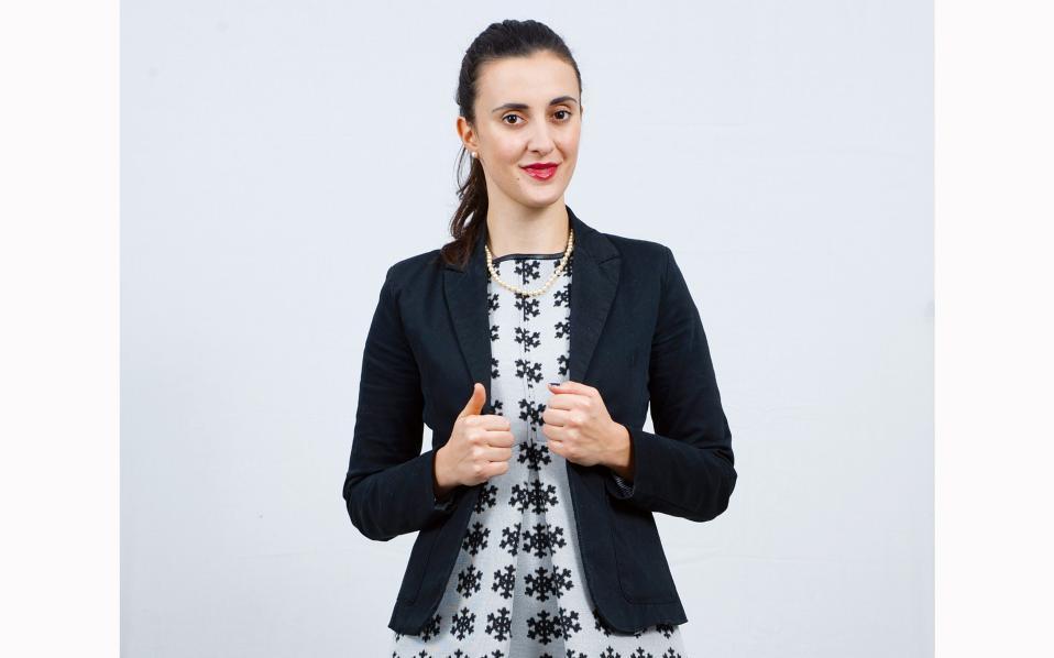 ΙΩΑΝΝΑ ΦΩΤΟΠΟΥΛΟΥ,26, Ιδρύτρια THE ACTIVISTS. Οταν μια νεαρή κοπέλα από το Ανατολικό Θεσσαλονίκης συναντά τον Κόφι Ανάν και τον Μπιλ Κλίντον στο πλαίσιο καμπάνιας για την καταπολέμηση της διαφθοράς και συζητά «για μια νέα Ελλάδα», το ακτιβιστικό κίνημα στην Ελλάδα μπορεί να ελπίζει. Το πάθος της για τα ανθρώπινα δικαιώματα και την ισότητα την ταξίδεψε από τη Θεσσαλονίκη στη Νέα Υόρκη, στο Κέιπ Τάουν, στο Κουβέιτ και στο Μπακού, μιλώντας παντού για τα δικαιώματα και την ανισότητα. Από το 2012 ανήκει στο club των Young leaders στο πλαίσιο του προγράμματος One Young World του ΟΗΕ για το μέλλον του κόσμου. Με σπουδές στο Πολυτεχνείο ΑΠΘ και μεταπτυχιακό στα Politics and Economics (ΠΑΜΑΚ και Berkley), η 26χρονη Ιωάννα έχει αναπτύξει δραστηριότητα στα Βαλκάνια μέσα από τον οργανισμό που ίδρυσε (The Activists). Εχει επιλεγεί για την πολυσχιδή δράση της από το Πρόγραμμα Υποτροφιών Γιάννας Αγγελοπούλου στο Clinton Global Initiative University. Σήμερα ζει στην Αθήνα και εργάζεται για το Social Impact Award.