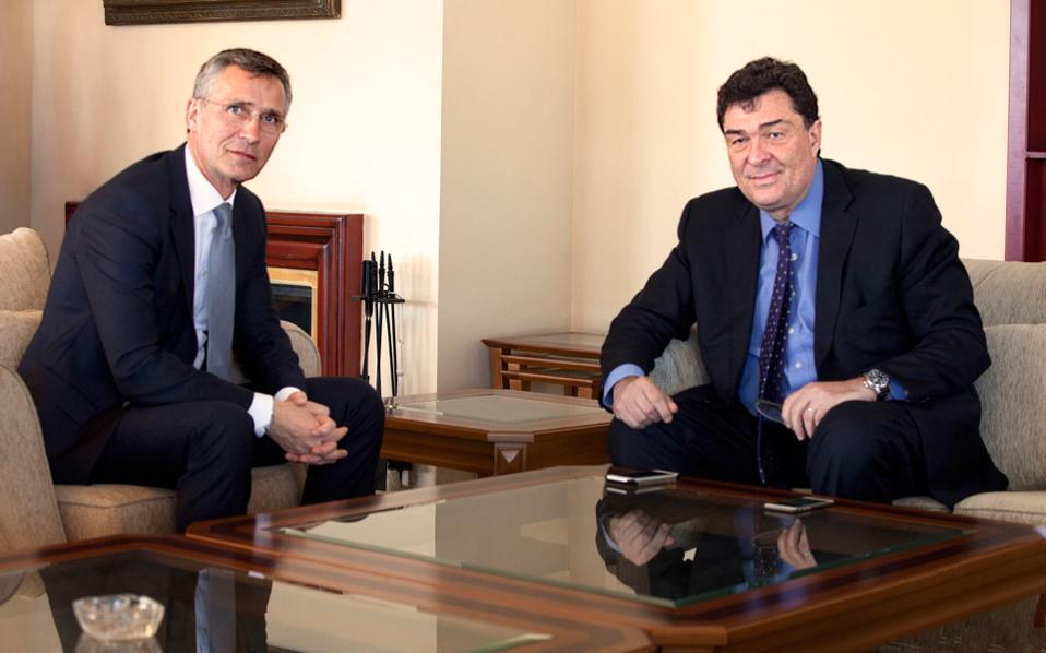 Την ελπίδα ότι η παρουσία του ΝΑΤΟ στο Αιγαίο θα συμβάλει στη βελτίωση της συνεργασίας μεταξύ της Ελλάδας και της Τουρκίας εκφράζει ο κ. Γενς Στόλτενμπεργκ στον κ. Αλέξη Παπαχελά.