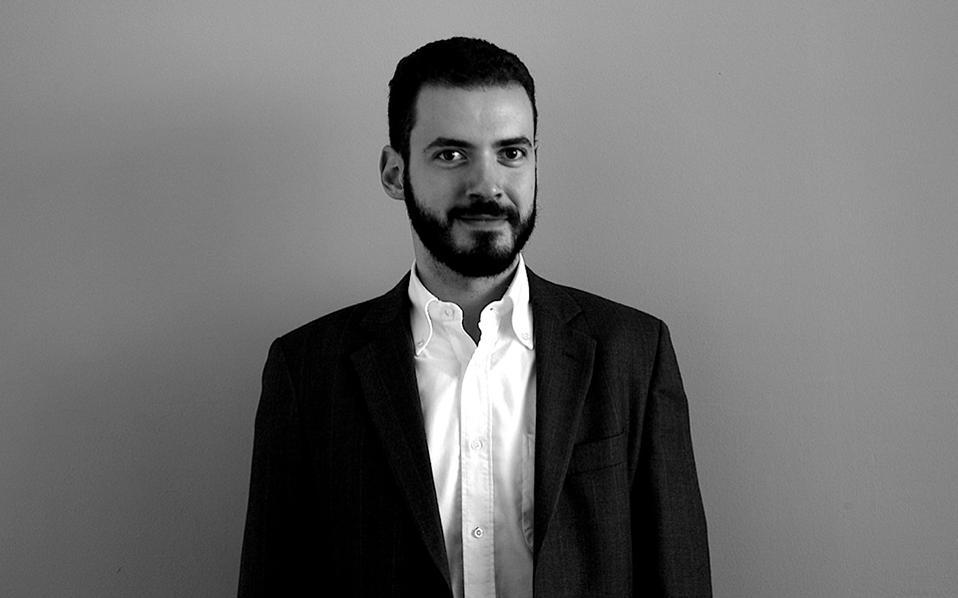 Γιώργος Κασσελάκης, 30 ΕΤΑΙΡΟΣ ΣΤΟ OPENFUND Εχοντας κλείσει σχεδόν 10 χρόνια παρουσίας στο χώρο των start-ups, ο Γιώργος Κασσελάκης είναι σε θέση να αντιληφθεί αμέσως την καλή επιχειρηματική ιδέα και να βοηθήσει στην ανάπτυξή της. Ως εταίρος στο Openfund, συλλέγει και αξιολογεί επιχειρηματικές προτάσεις που θα μπορούσαν να εξελιχθούν σε κερδοφόρες επιχειρήσεις στις οποίες επενδύει. Η σχέση του με την κοινότητα των start-upers πάει πίσω στο 2007, όταν στο τελευταίο έτος των σπουδών στο τμήμα Πληροφορικής του ΑΠΘ ανέλαβε το Open Coffee meeting Θεσσαλονίκης, μια μηνιαία συνάντηση τεχνολόγων και επιχειρηματιών. Το 2009 συγκέντρωσαν με την ομάδα του το ποσό των 500.000 ευρώ και ανακοίνωσαν το Openfund I, όπου χρηματοδοτήθηκαν επιτυχημένα projects, όπως π.χ. το Taxibeat. Με το Openfund II έχει συγκεντρωθεί το ποσό των 15 εκατ. ευρώ, τα οποία έχουν επενδυθεί σε 20 start-up εταιρείες.