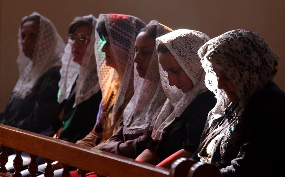 Xριστιανές στο Ιράκ. Σήμερα απέμεινε το 25% των χριστιανών που ζούσαν εκεί.