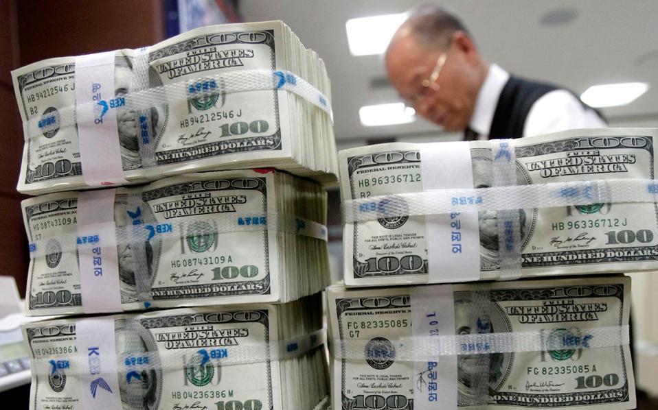 Η προέλευση των επενδυτικών ροών μετατοπίστηκε από τις πλούσιες στις αναπτυσσόμενες χώρες. Την τετραετία 2010 - 2014 οι τέσσερις κορυφαίες πηγές ήταν το Χονγκ Κονγκ, οι Ηνωμένες Πολιτείες, η Ρωσία και η Κίνα, οι οποίες διοχέτευσαν το 65% των επενδύσεων στις Βρετανικές Παρθένους Νήσους και στα Νησιά Κέιμαν.