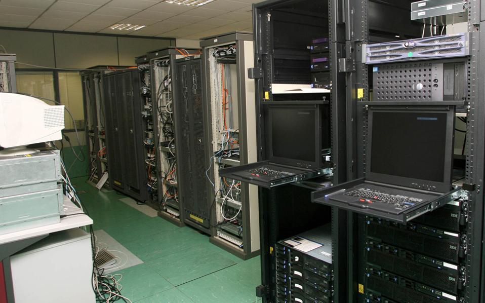 Από τις 5 Απριλίου που άνοιξε η ηλεκτρονική πύλη του Taxisnet μέχρι και χθες το πρωί, είχαν υποβληθεί 500.000 δηλώσεις σε σύνολο περίπου 6,2 εκατομμυρίων δηλώσεων που αναμένεται να υποδεχθεί φέτος το ηλεκτρονικό σύστημα.