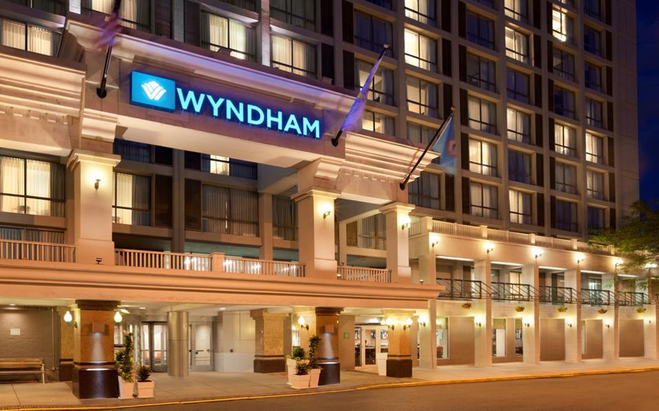 Ο όμιλος Wyndham Hotel Group επέλεξε την Αθήνα για το νέο του ξενοδοχείο, καθώς μεταξύ άλλων διαπίστωσε ότι υπάρχει μικρή παρουσία ξενοδοχειακών μονάδων υπό τη σκέπη διεθνών ξενοδοχειακών ομίλων.