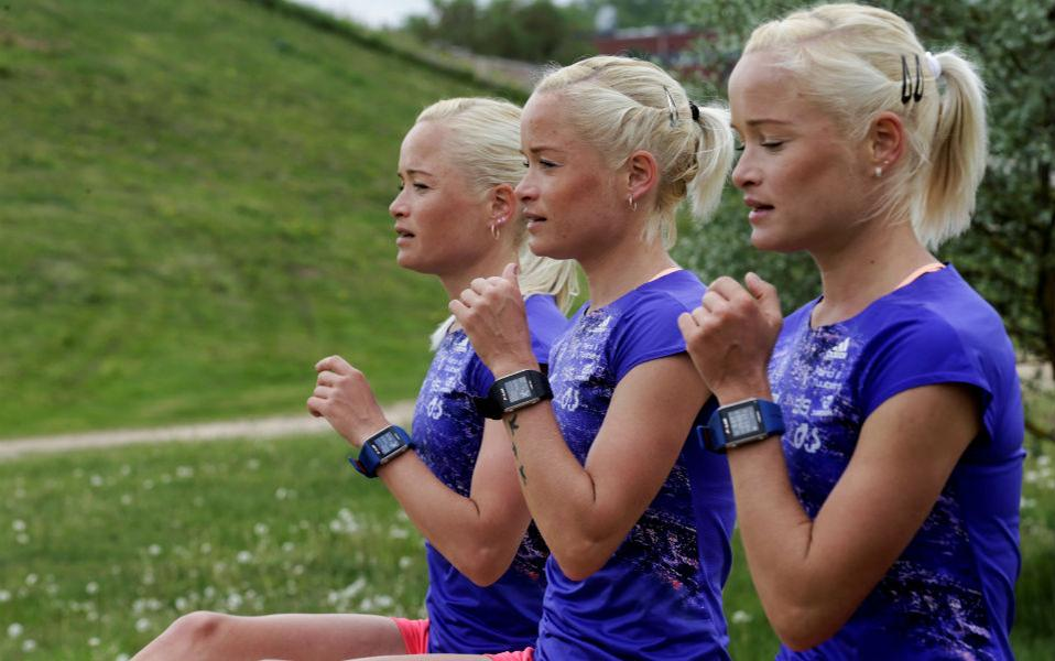 Τριπλή αντοχή. Πήραν την πρόκριση για την Ολυμπιάδα και θα εκπροσωπήσουν την Εσθονία στους αγώνες του Ριο ντι Τζανέιρο. Οι τρίδυμες (από αριστερά)  Lily, Liina και Leila Luik (οι γονείς θα πρέπει να έχουν ένα θέμα με τα λ) προπονούνται εντατικά για να  συμμετάσχουν στον μαραθώνιο. REUTERS/Ints Kalnins