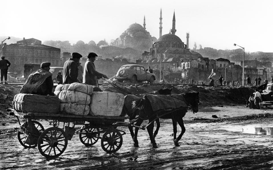 Αρά Γκιουλέρ: ο ανατολίτης Μπρεσόν, που έκανε την Κωνσταντινούπολη πρωτοσέλιδο • Κωνσταντινούπολη