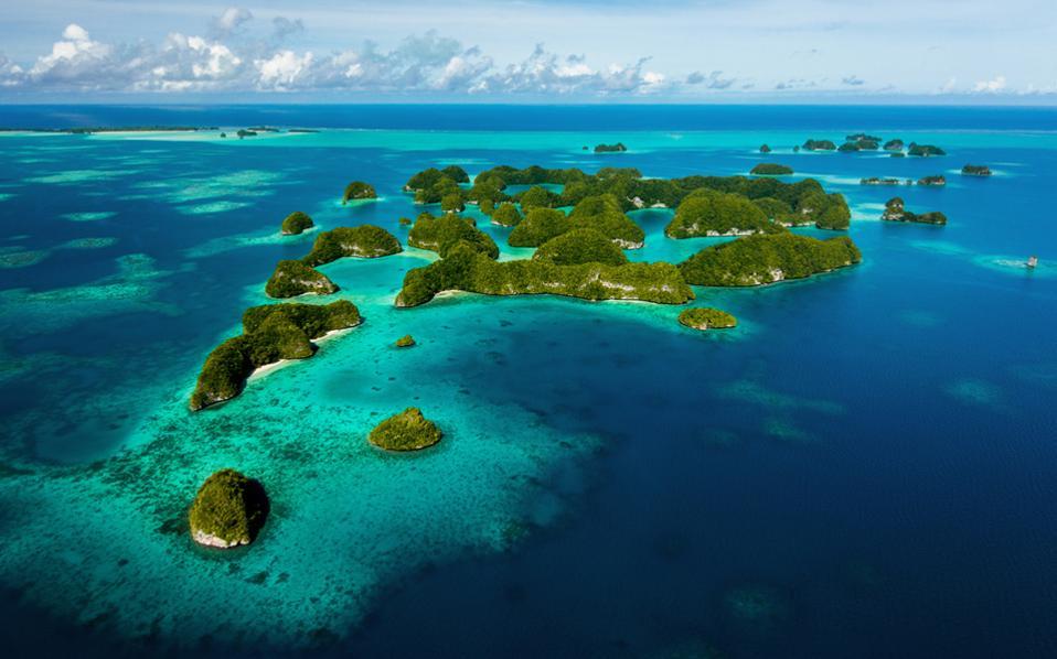 Σε αγώνα δρόμου για τη διάσωση των πανέμορφων νησιών Σιμιλάν αποδύεται η κυβέρνηση της Ταϊλάνδης.