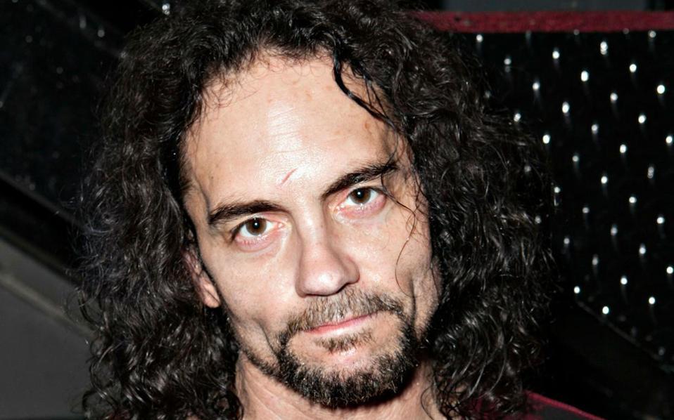 Νεκρός στη διάρκεια της συναυλίας του στο τζαζ κλαμπ «Baked Potato» του Λος Αντζελες έπεσε ο τέως ντράμερ των Megadeth Νικ Μένζα (φωτ.), το βράδυ της Κυριακής.