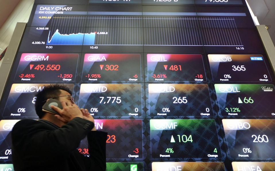 Η αύξηση παραγωγής σε Καναδά και Ιράν άσκησε πιέσεις στην τιμή του πετρελαίου. Στο Λονδίνο, το Brent υποχώρησε στα 48,28 δολάρια ανά βαρέλι.