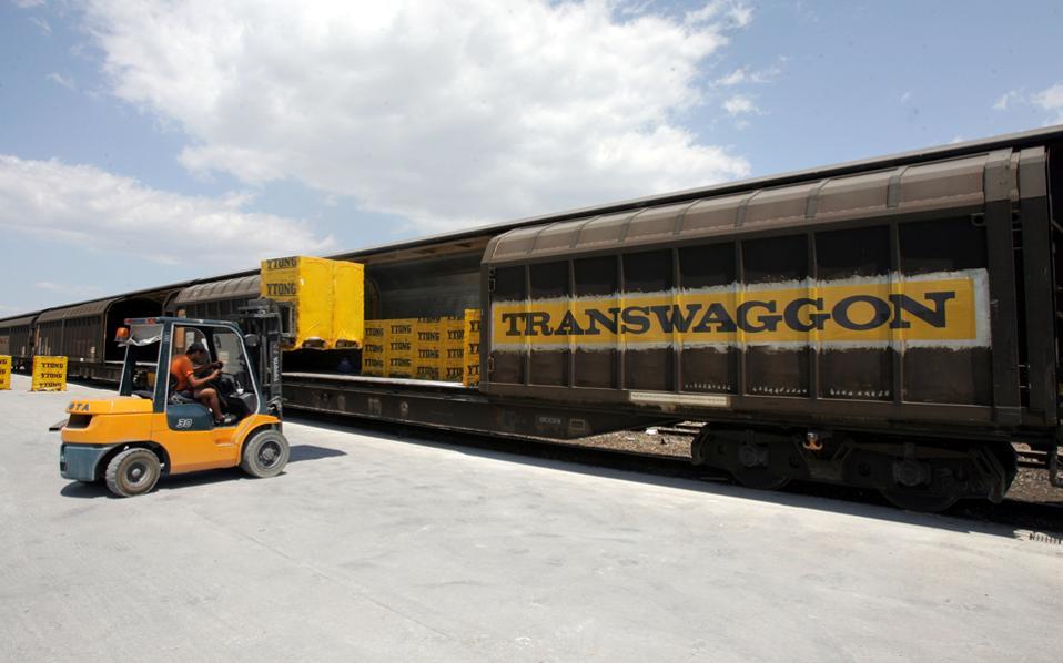 Η νέα διοίκηση της εταιρείας επισημαίνει, σύμφωνα με συνεργάτες της, ότι κανένα άλλο κράτος της Ευρώπης δεν έχει μείνει χωρίς δημόσια ελεγχόμενο διαχειριστή σιδηροδρόμων.