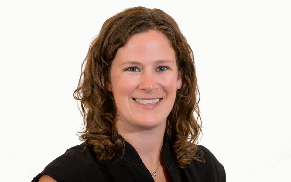 Η επικεφαλής του τομέα διεθνών αιτήσεων του New York University, Κλερ Γουίλκινς.