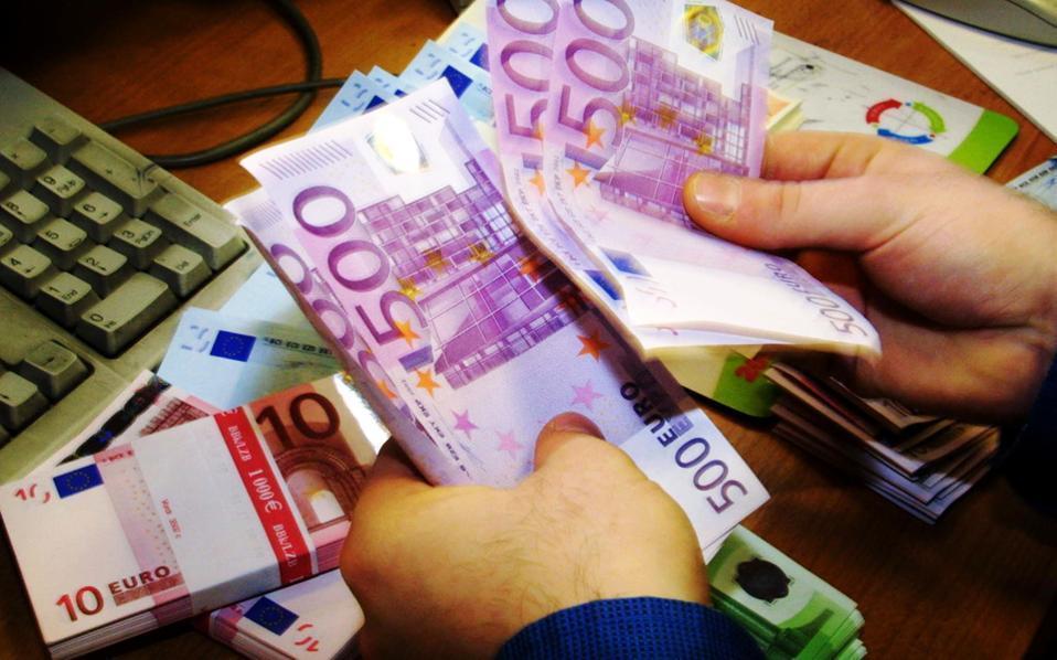 Σύμφωνα με την ΕΚΤ, υπάρχουν έντονες ανησυχίες ότι τα χαρτονομίσματα των 500 ευρώ διευκολύνουν το ξέπλυμα μαύρου χρήματος.