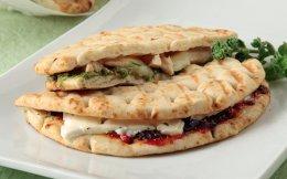 65100422_1775_afieroma_pitsa-tost-me-myrodika-kotopoulo-pitsa-tostme-myrodika-liasto-pelte