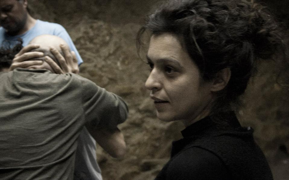 Στιγμιότυπο από την παράσταση «Γιακ», σε σκηνοθεσία Θανάση Δόβρη.