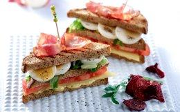 club-sandwitch-me-pasxalina-ayga