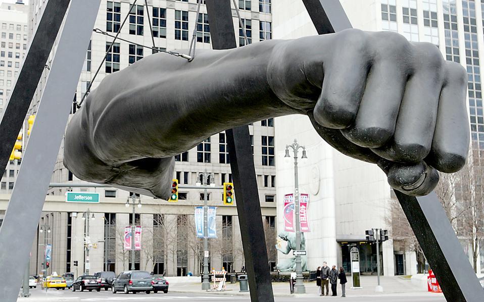 Το μνημείο για τον πυγμάχο Τζο Λούις του γλύπτη Ρόμπερτ Γκρέιαμ.
