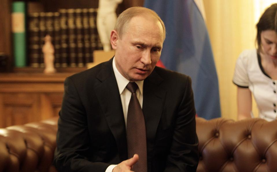 Ο πρόεδρος της Ρωσικής Ομοσπονδίας Βλαντιμίρ Πούτιν έστειλε μήνυμα από την Αθήνα για τις απόψεις της Ρωσίας σε σημαντικά ζητήματα, προς όλες τις κατευθύνσεις.