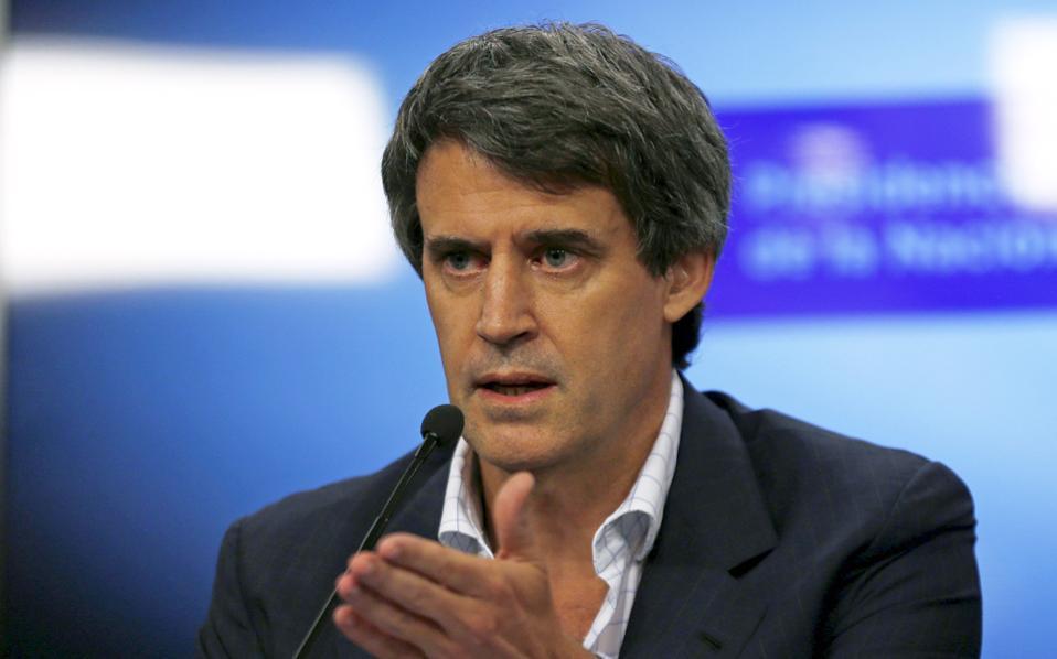 Ο υπουργός Οικονομικών της Αργεντινής, Αλφόνσο Πρατ Γκέι, υπογράμμισε πως το χρέος των επιχειρήσεων της Αργεντινής κυμαίνεται γύρω στο 15%, δηλαδή σε επίπεδα σαφώς χαμηλότερα από το 60% στο οποίο κυμαίνεται το αντίστοιχο στις περισσότερες οικονομίες της περιοχής.