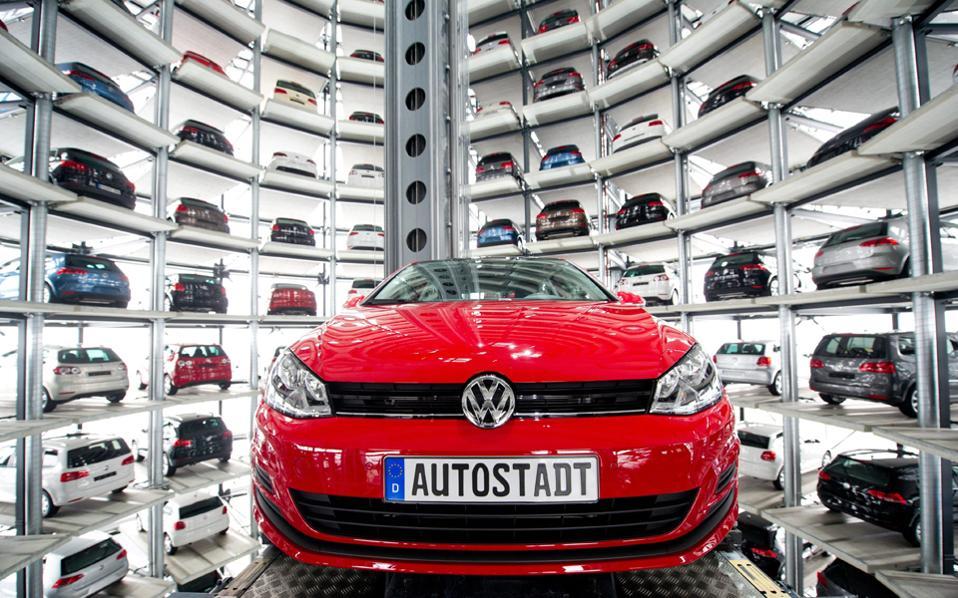 Η Volkswagen πρέπει να αρχίσει να αγοράζει αυτοκίνητα τον Οκτώβριο, οπότε θα δοθεί τελική έγκριση του διακανονισμού από τα δικαστήρια, και έως τον Ιούνιο του 2019 πρέπει να έχει ανακτήσει ή επισκευάσει το 85% των 475.000 οχημάτων – ειδάλλως θα της επιβληθεί πρόστιμο 100 εκατ. δολαρίων.