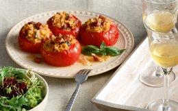 65160513_61713_weekend_tomates-gemistes-me-ryzi-xoriatiko-loukaniko--vasiliko