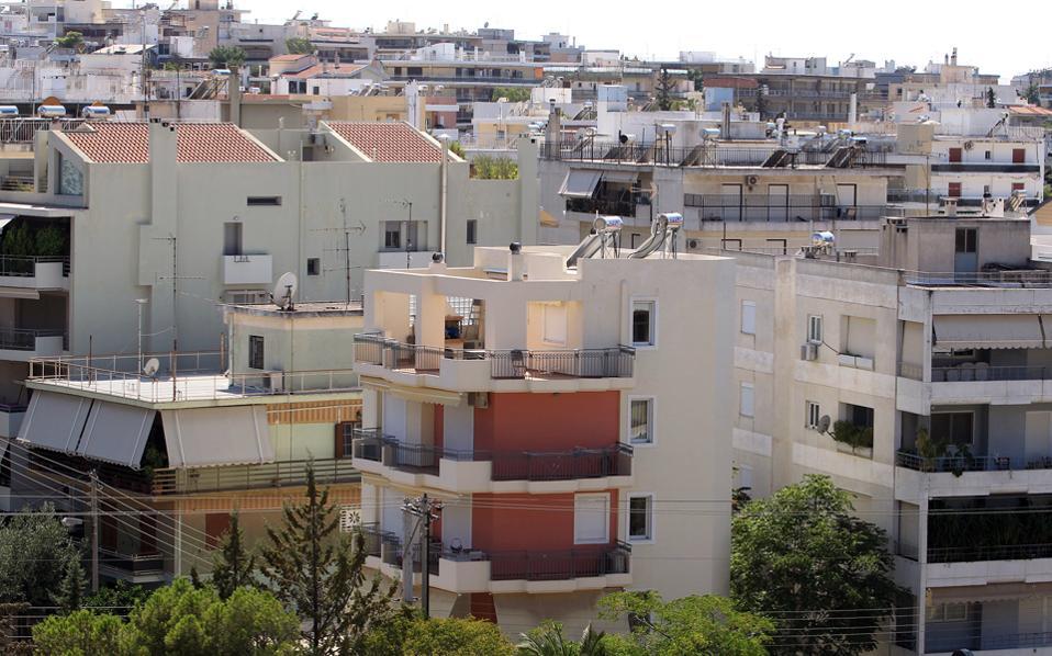 Μια νέα διαφαινόμενη τάση στην αγορά είναι το αυξανόμενο ενδιαφέρον για πολυτελείς κατοικίες στα βόρεια και τα νότια προάστια, κυρίως από ξένους που αναζητούν μια δευτερεύουσα κατοικία.