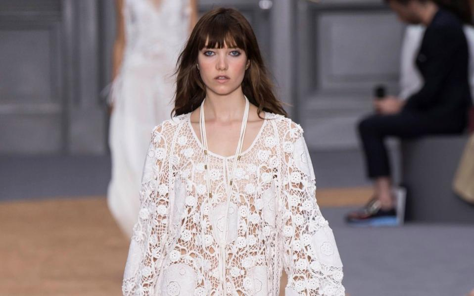 2707738a7b8 Δαντελένια φορέματα:Chic και ρομαντικές εμφανίσεις | Μόδα | Η ΚΑΘΗΜΕΡΙΝΗ