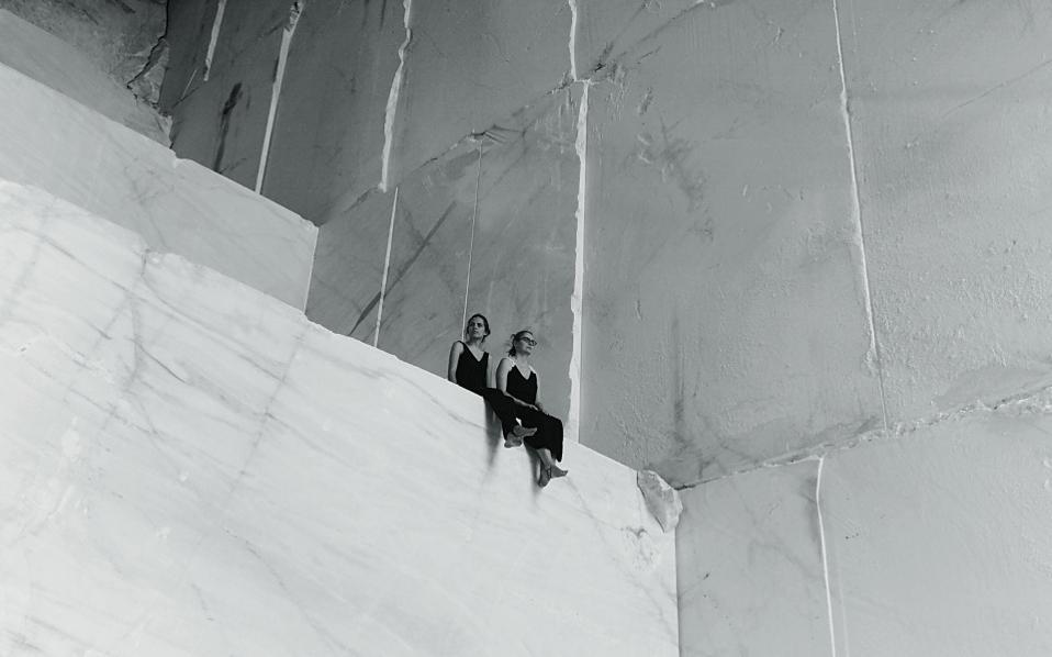 H Ζωή και η Νίκη Μοσκοφόγλου φωτογραφημένες από τον Γιώργο Κορδάκη