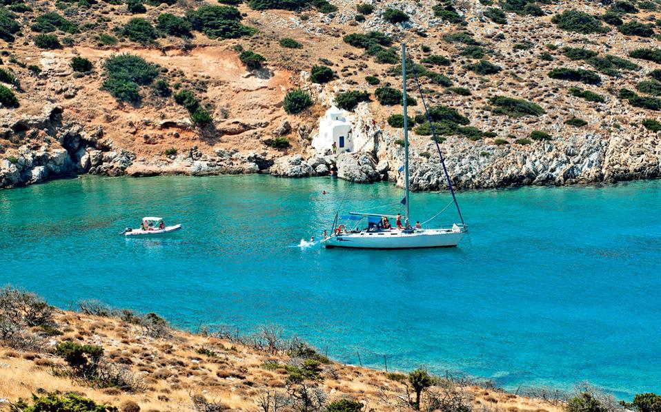 Ησυχοι κόλποι ή κοσμικές απέραντες παραλίες καλύπτουν όλα τα γούστα. (Φωτογραφία: ΤΖΟΥΛΙΑ ΚΛΗΜΗ)
