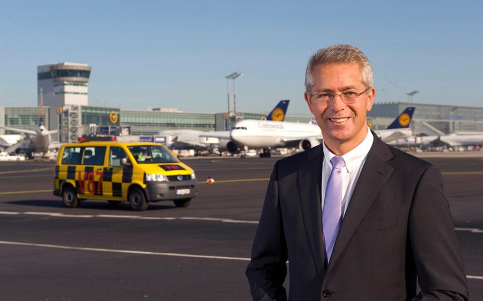 «Θα είμαστε ευχαριστημένοι όταν πολλοί από το υπάρχον προσωπικό της ΥΠΑ, που εργάζεται στα αεροδρόμια, αποφασίσουν να συμμετάσχουν στην αποστολή μας», τονίζει στην «Κ» ο δρ Στέφαν Σούλτε, πρόεδρος του Εκτελεστικού Συμβουλίου της Fraport AG.