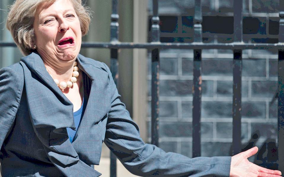 Η νέα πρωθυπουργός της Βρετανίας Τερέζα Μέι, με τον μορφασμό που σημαίνει «έτσι όπως τα κάναμε…».