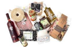Την αμερικανική εκπομπή μαγειρικής προσφέρουν πολλές εταιρείες ελληνικών συμφερόντων, οι οποίες ασχολούνται άμεσα ή έμμεσα με τη γαστρονομία. Το μέλι, τα αγνά ελαιόλαδα και η τρούφα είναι ψηλά στη λίστα του ενδιαφέροντος.