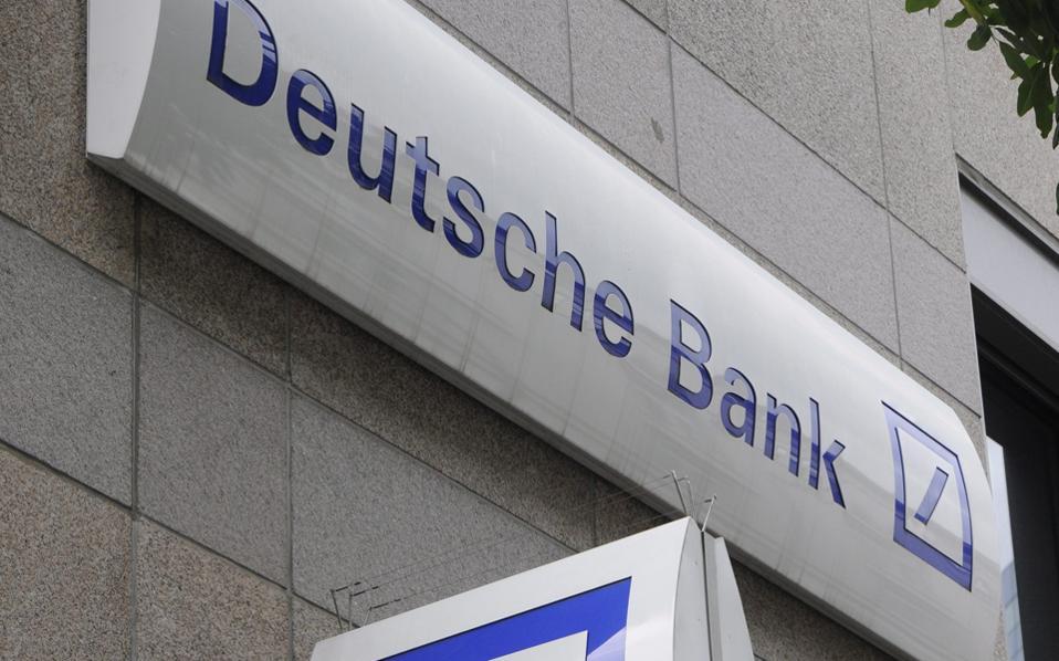 Πολλοί οικονομολόγοι προειδοποιούν για την κεφαλαιακή επάρκεια της Deutsche Bank. Σήμερα αναμένονται τα αποτελέσματα της τράπεζας για το β΄ τρίμηνο.