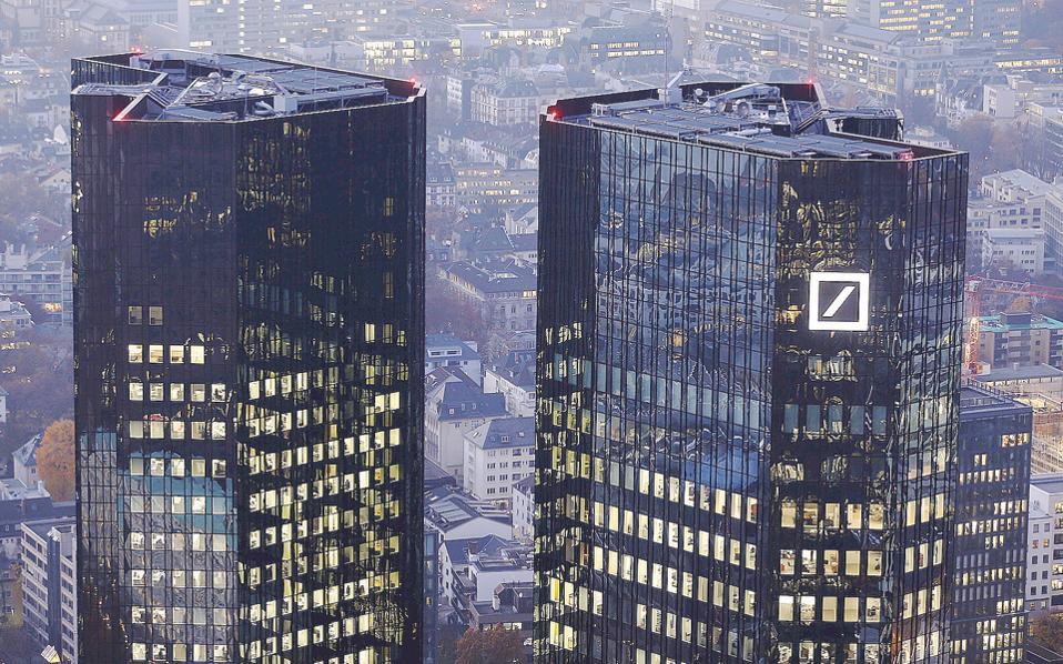 Τα καθαρά έσοδα της Deutsche Bank μειώθηκαν κατά 19% στα 7,39 δισ. ευρώ στη διάρκεια του β΄ τριμήνου, παρά τις περικοπές που εφάρμοσε ο κ. Κράιαν στον ένα χρόνο που ανέλαβε την ηγεσία της, ενώ αναλυτές εκτιμούν πως θα αναγκαστεί να προχωρήσει σε νέα αύξηση μετοχικού κεφαλαίου τα επόμενα τρίμηνα.